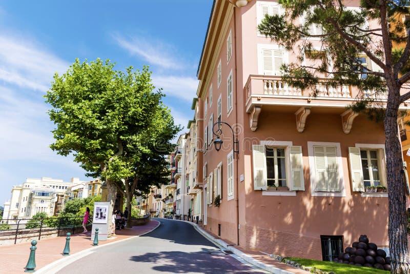 典型的大街在老镇在摩纳哥在一个晴天 库存照片
