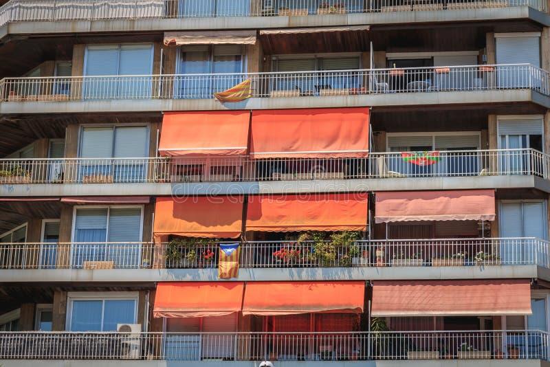 典型的居民住房建筑学细节与窗帘的 免版税图库摄影
