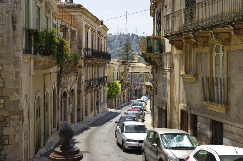 典型的巴洛克式的建筑学在老市中心, 2017年8月11日,西西里岛,意大利的上部莫迪卡 库存图片