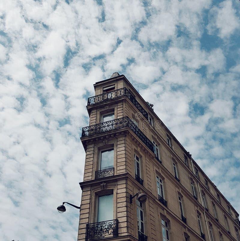 典型的巴黎人大厦在巴黎,Haussmannian样式,巴黎,法国,欧洲 库存照片