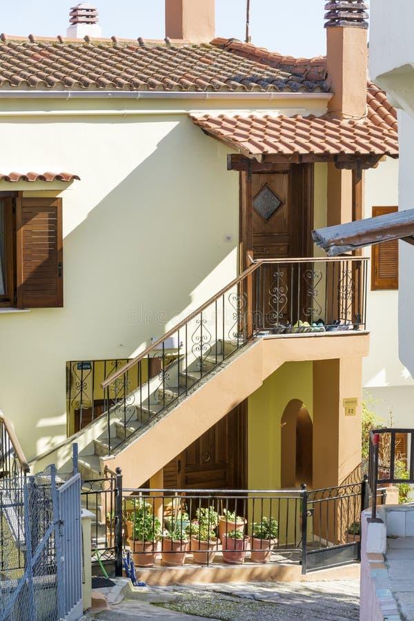 典型的希腊房子在卡瓦拉,希腊 库存图片