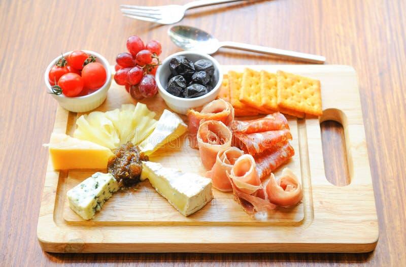 典型的意大利开胃小菜 免版税库存照片
