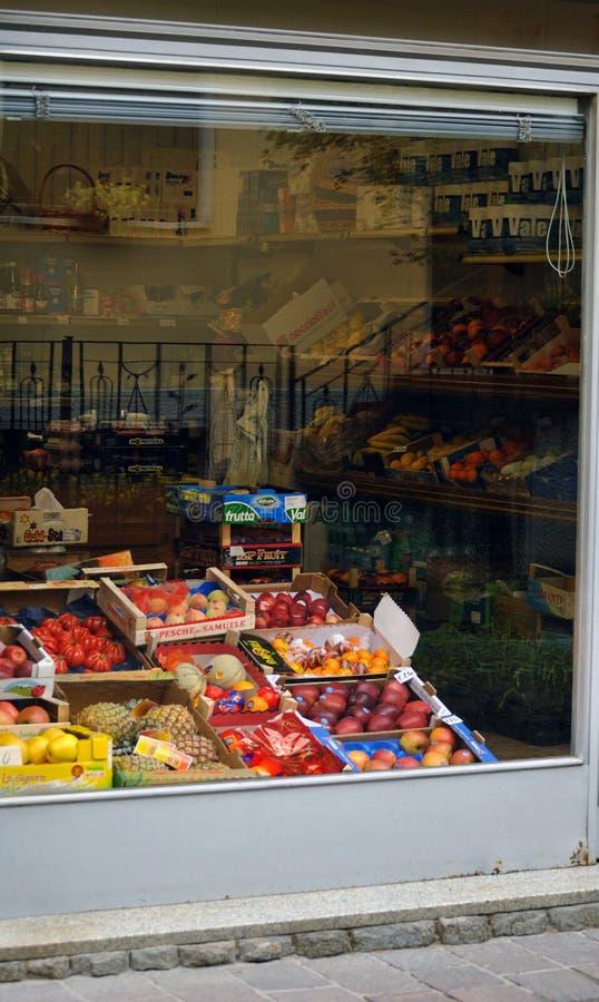 典型的杂货店在意大利 免版税库存图片