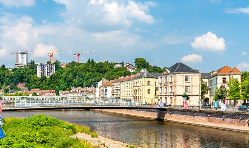 典型的法国大厦在埃皮纳勒,法国 免版税图库摄影