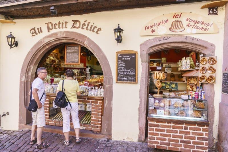 典型的法国杂货店在阿尔萨斯,法国 免版税图库摄影