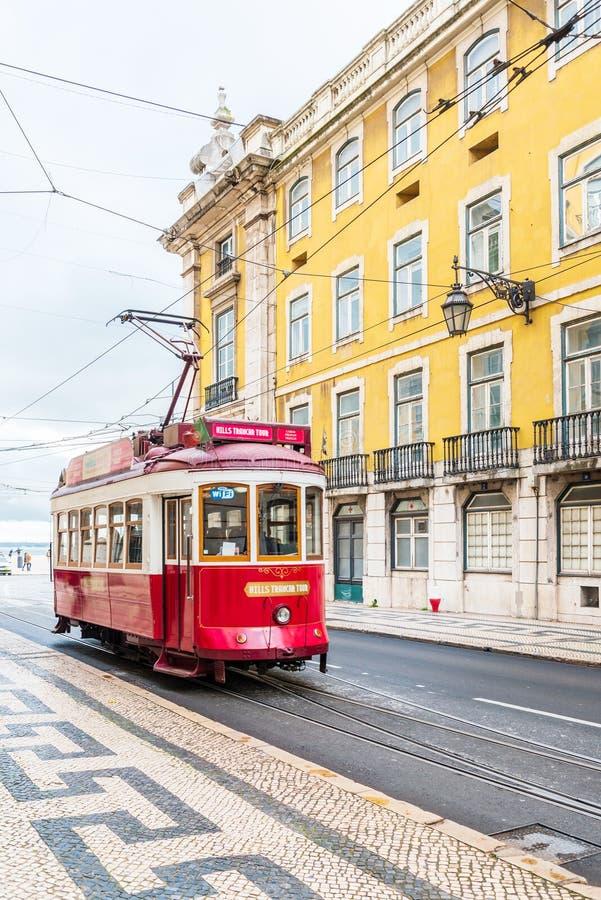 典型的电车轨道在里斯本葡萄牙欧洲 免版税图库摄影