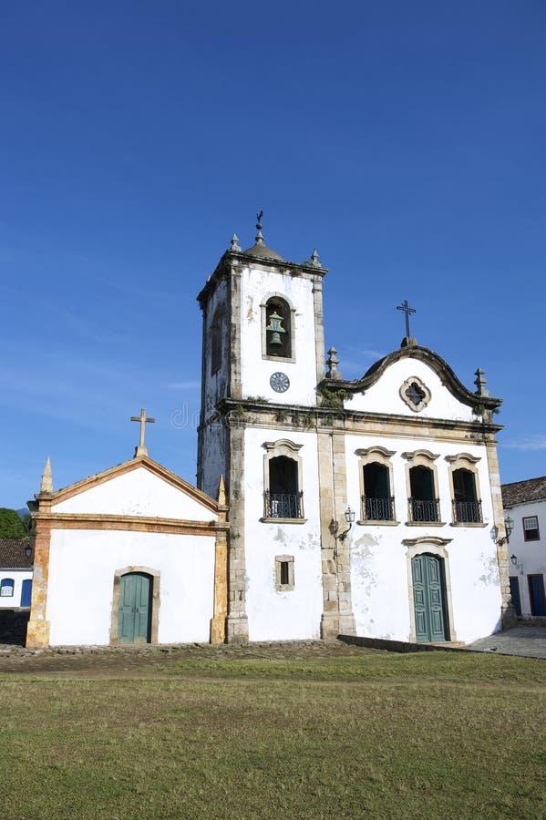 典型的白色殖民地Capela de圣丽塔教会Paraty巴西 免版税库存照片
