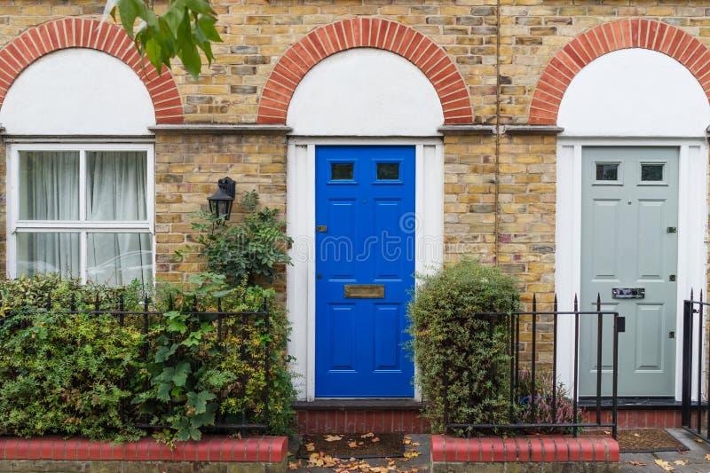 典型的英国房子门面在伦敦市中心,英国,英国 免版税库存照片