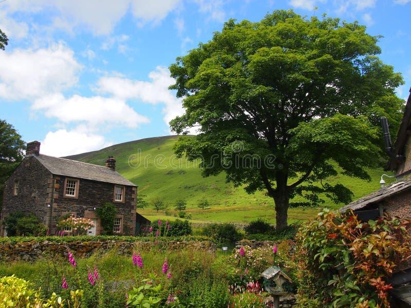 典型的英国村庄在湖区,英国 库存图片