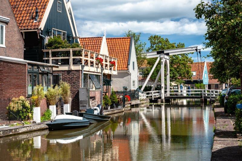 典型的荷兰白色木吊桥 结束cha的建筑学 库存图片