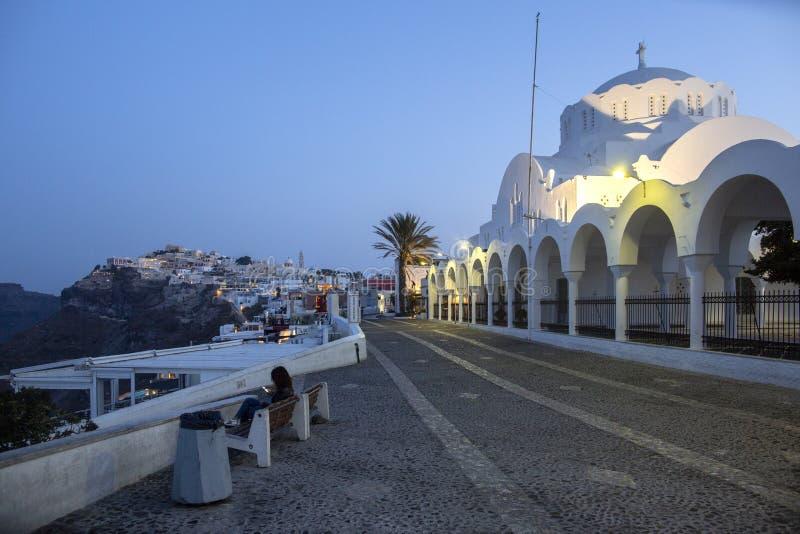 典型的街道在圣托里尼,希腊海岛上的Thira  旅行,巡航,建筑学,风景 希腊街道和正统 库存图片