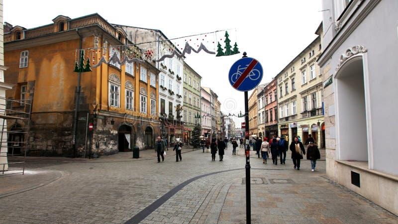 典型的街道在圣诞节的克拉科夫 免版税库存图片
