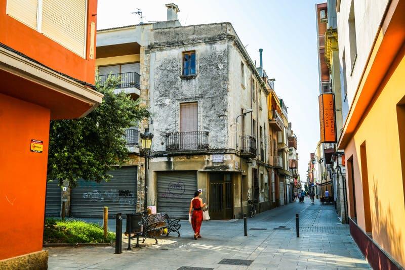 典型的街道在西班牙镇在夏天 免版税库存照片
