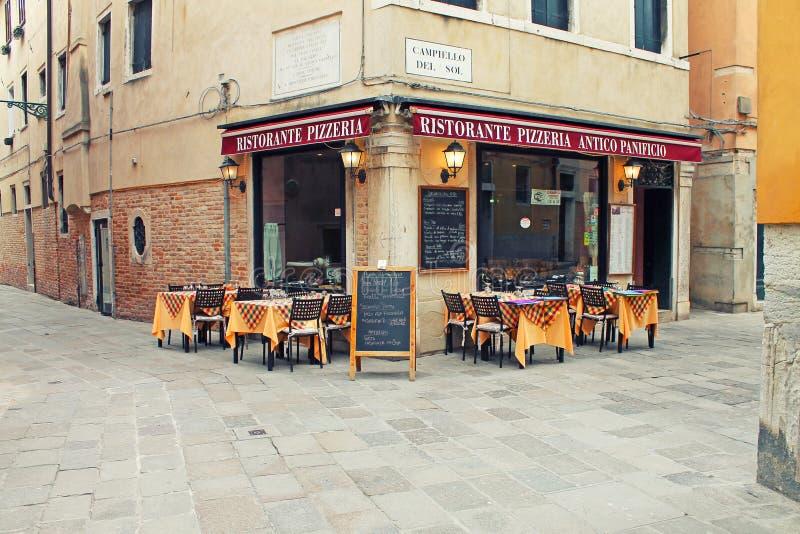 典型的餐馆比萨店在威尼斯 意大利 库存图片