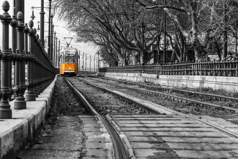 典型的黄色电车在布达佩斯 图库摄影