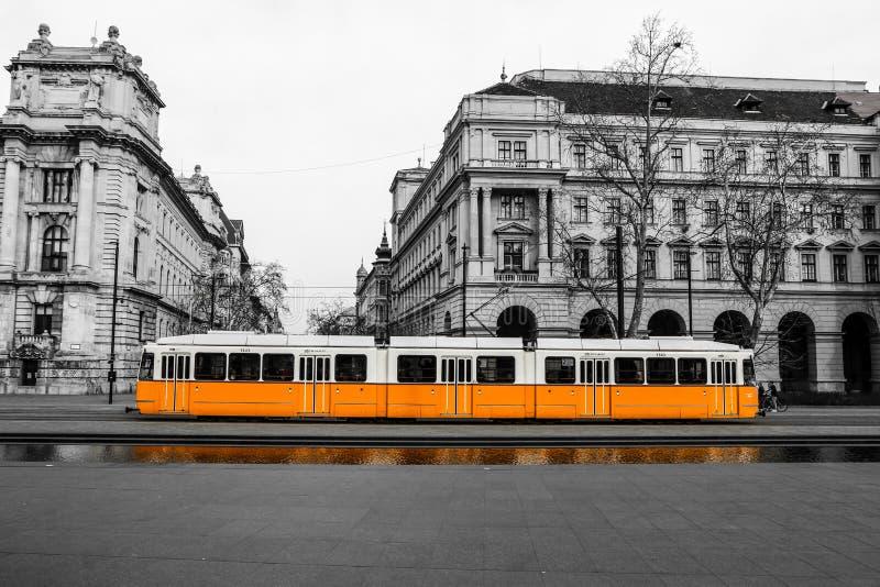 典型的黄色电车在布达佩斯 库存照片