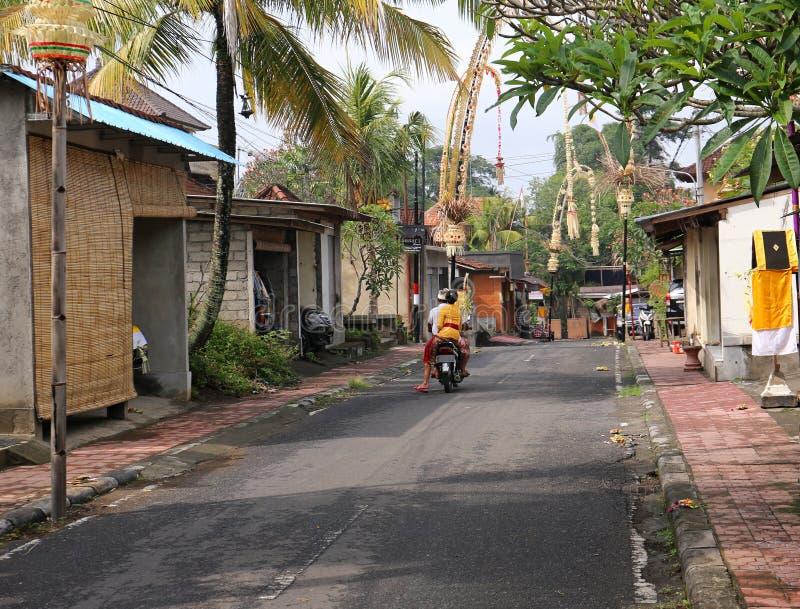 典型的巴厘语街道- Ubud,巴厘岛,印度尼西亚- 2016年 免版税库存照片