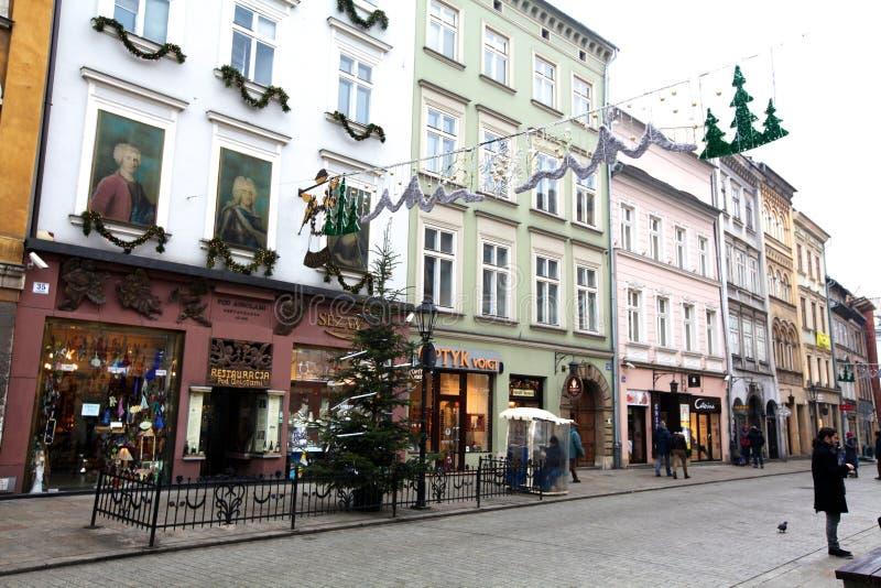 典型的购物街道在圣诞节的克拉科夫 库存图片