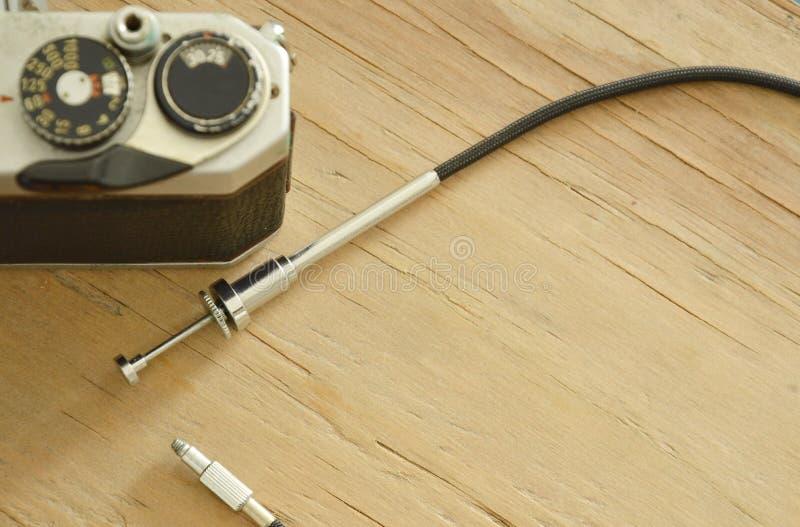 经典快门缆绳被发布的和单镜头反射影片照相机 库存照片