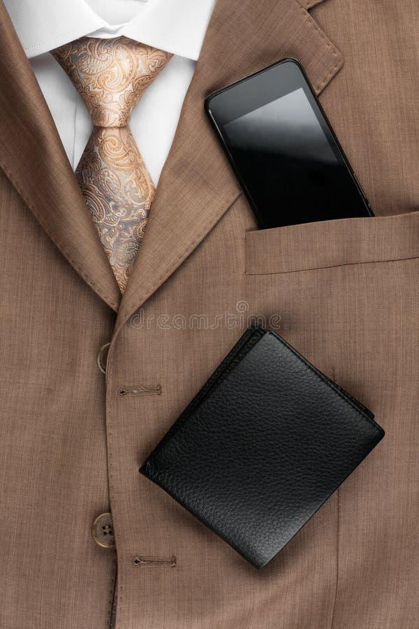 经典样式人的时尚,领带,衬衣,电话 库存照片