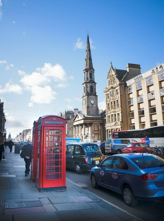 经典红色客舱在爱丁堡 免版税库存照片