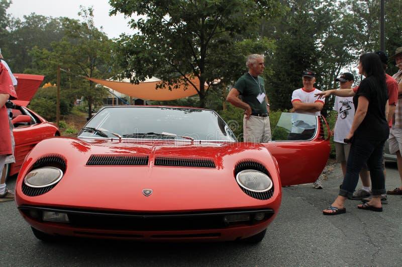 经典红色lamborghini跑车前面 免版税库存图片