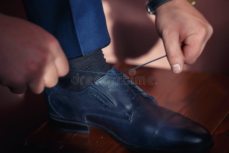 经典蓝色鞋子新娘 免版税库存图片