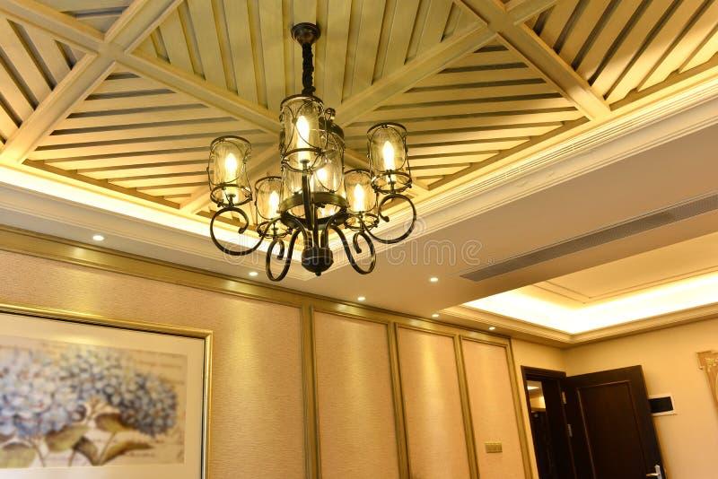 经典豪华下垂照明设备 免版税库存照片
