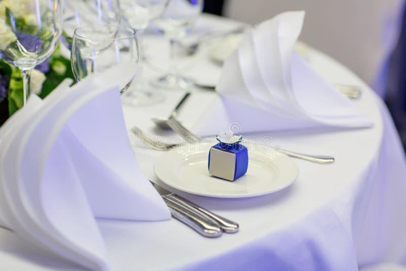典雅和浪漫婚姻或事件p的桌布景 免版税库存照片
