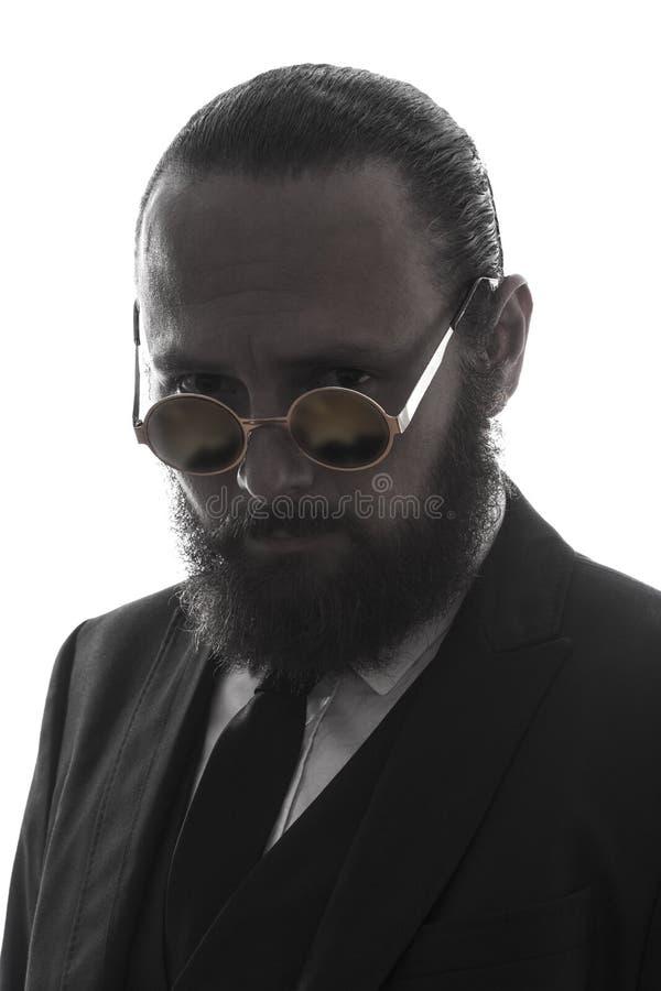 典雅的严肃的有胡子的人画象 免版税库存图片