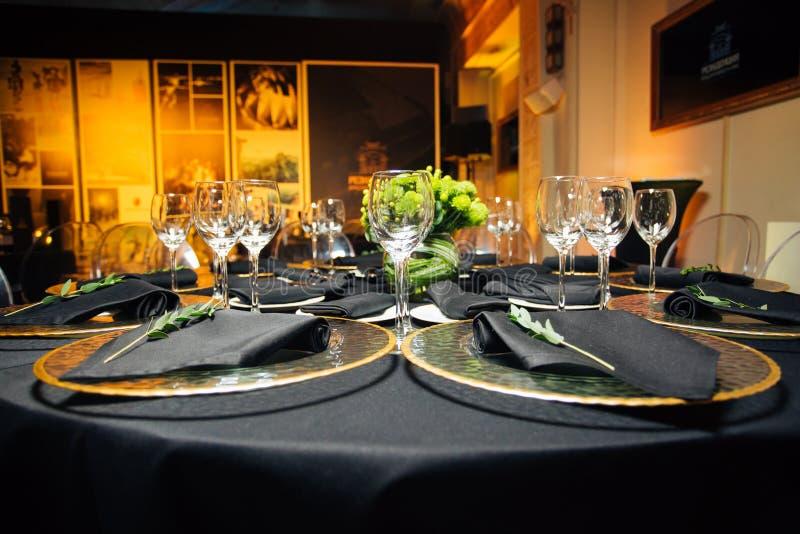 典雅的假日桌,承办酒席,对事件的创造性的方法 库存图片