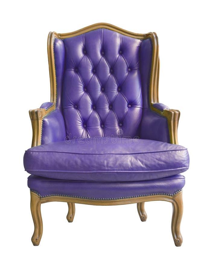 典雅的在白色背景隔绝的葡萄酒紫色扶手椅子 库存照片