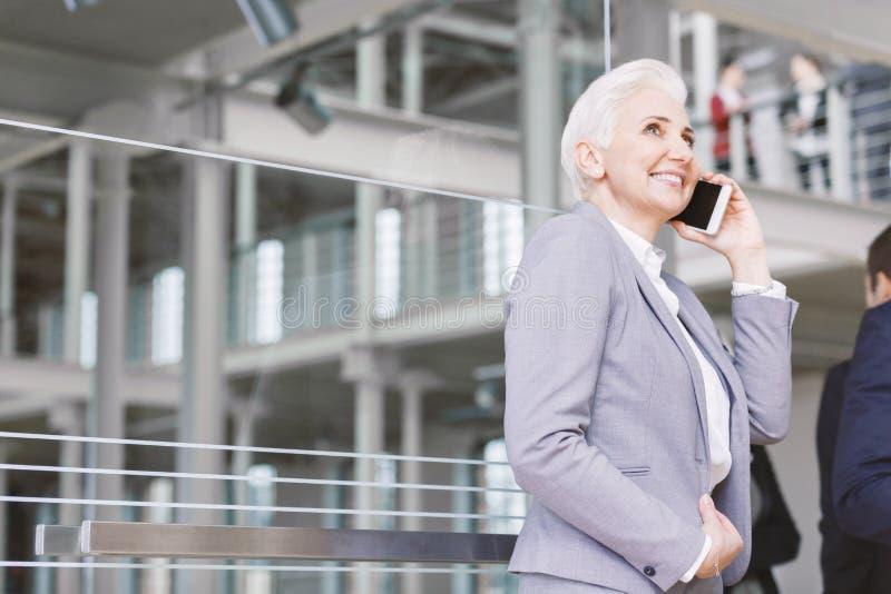 典雅的女实业家在公司中 免版税库存照片