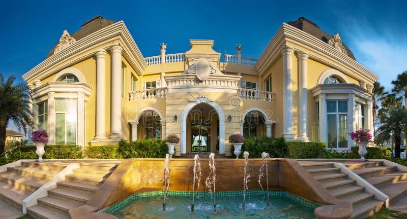 典雅的家。 免版税库存照片