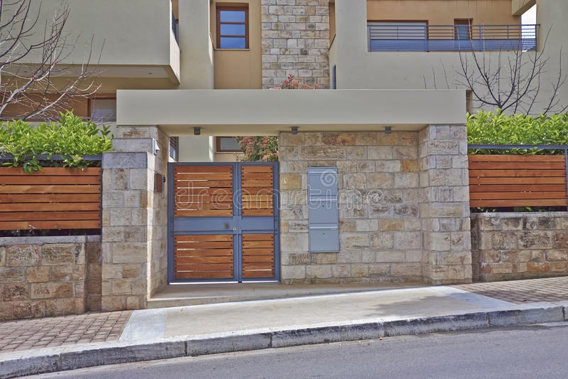 典雅的房子入口,雅典希腊 免版税库存图片