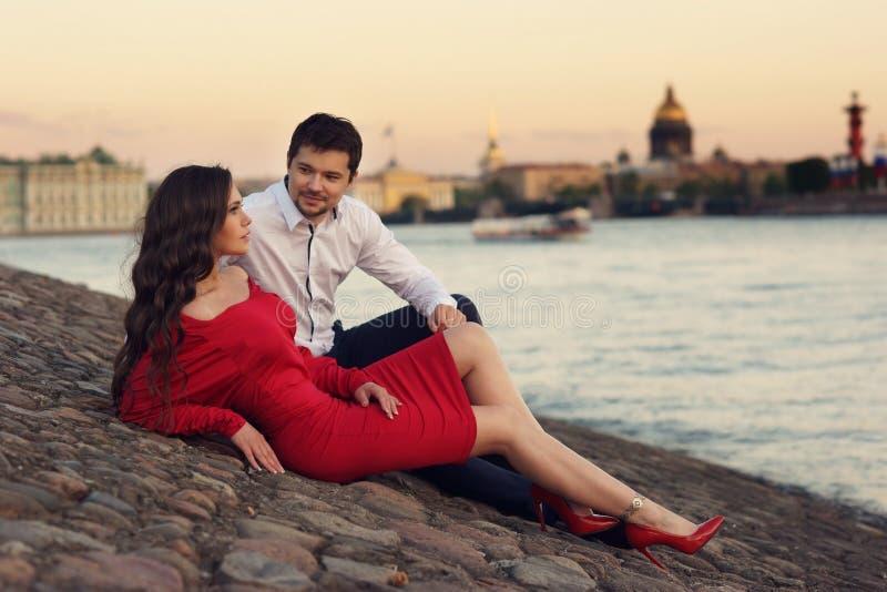 典雅的时髦的夫妇 库存照片