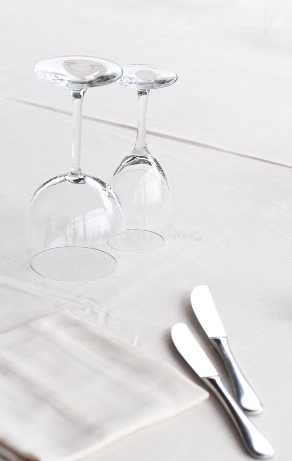 Download 典雅的集表 库存图片. 图片 包括有 玻璃, 设备, ,并且, 餐具, 亚麻布, 扁平的餐具, 膳食, 背包 - 59100893