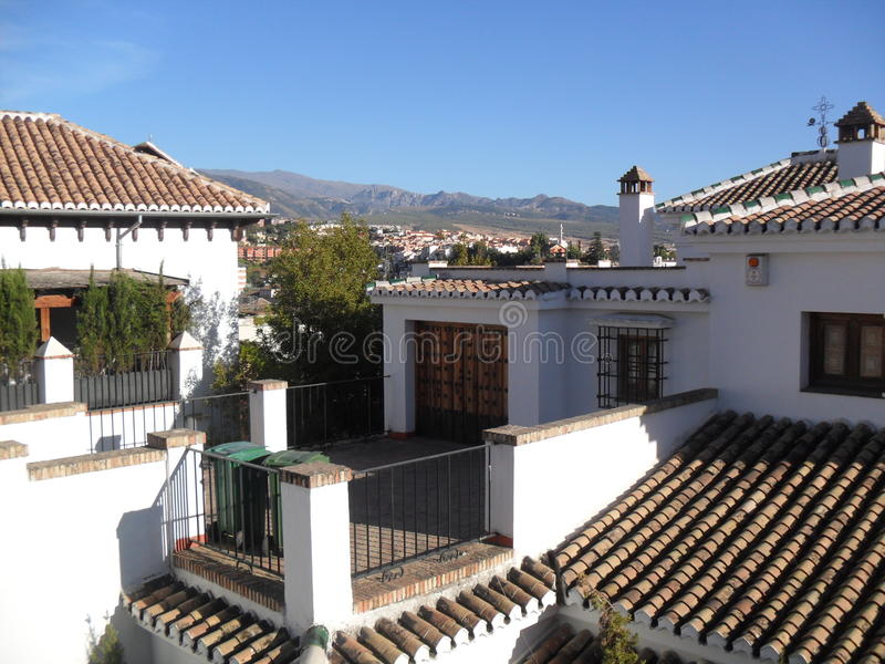 内华达山看法从Albaicin,格拉纳达的 免版税库存照片