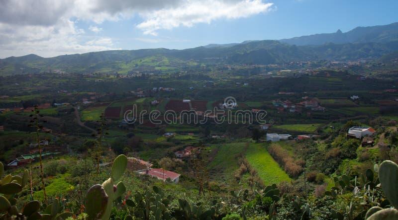 内地大加那利岛,往中央山的看法 库存图片