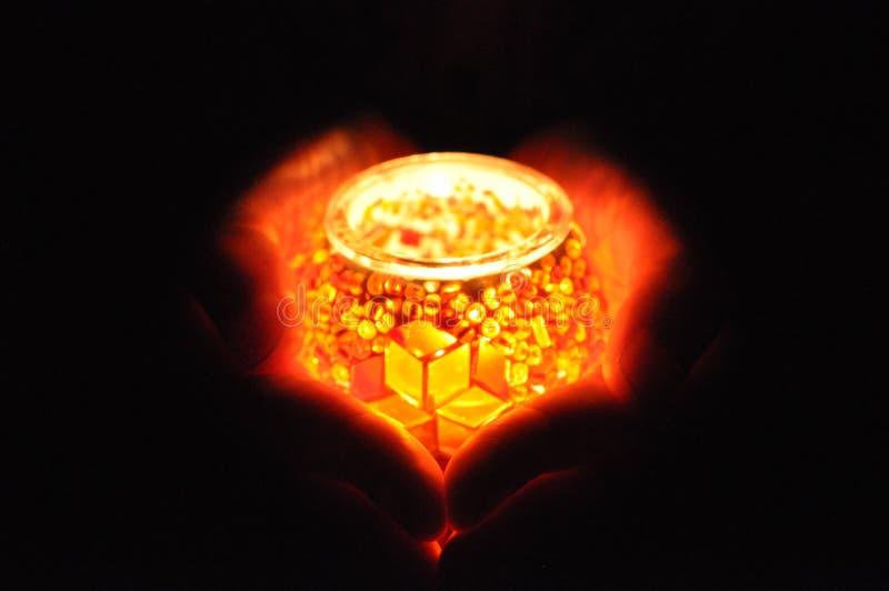 内心脏和光-让它发光爱 免版税库存照片