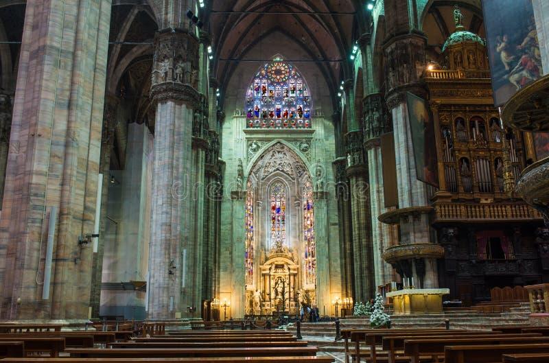 内部中央寺院(大教堂)在米兰 免版税库存照片