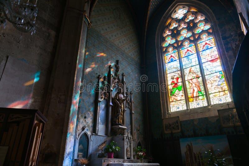 内部圣徒Ã ‰ tienne教会牧师会主持的教堂  免版税库存照片