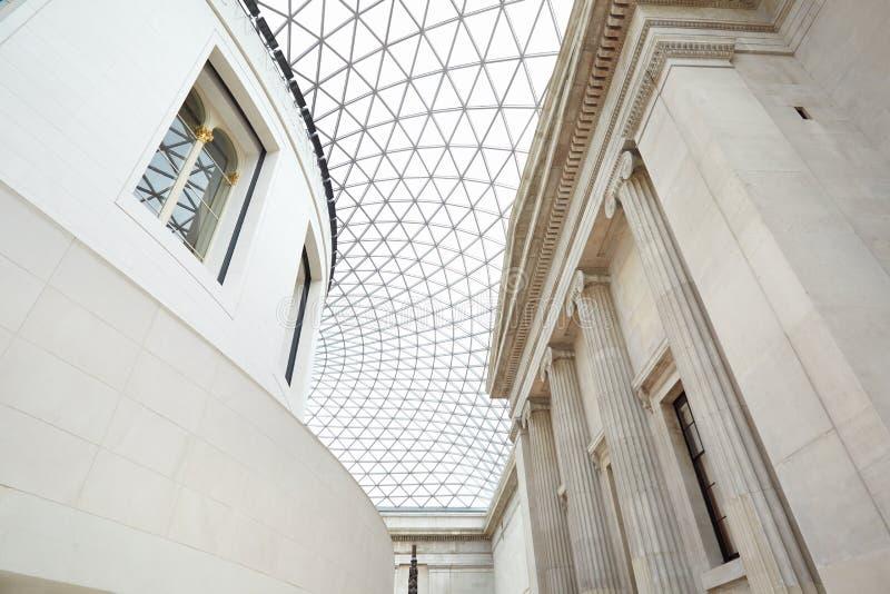 内部大英博物馆巨大的法院,玻璃天花板在伦敦 图库摄影