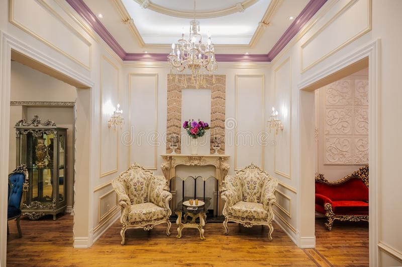 内部家庭客房美好的惊人的豪华看法  免版税库存图片