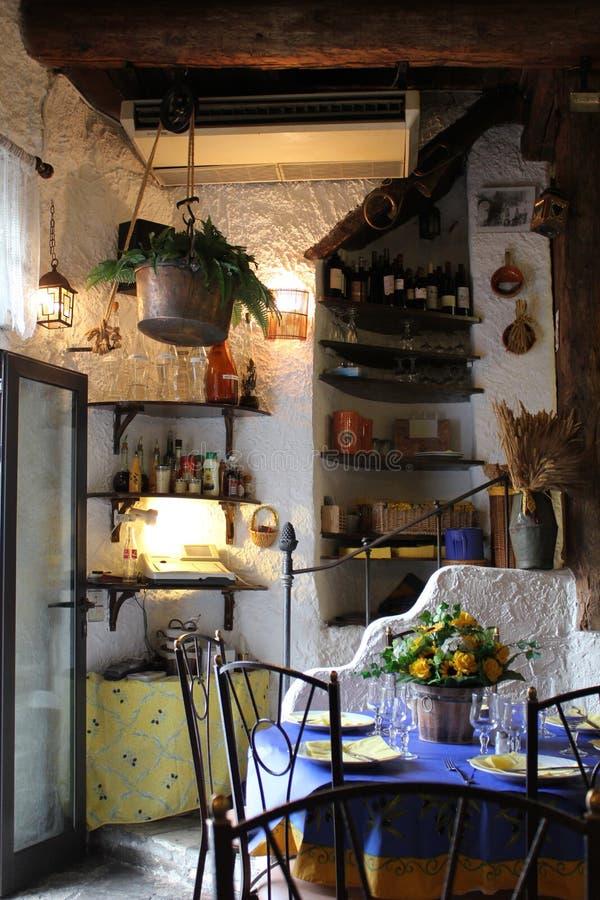 内部普罗旺斯葡萄酒 库存照片