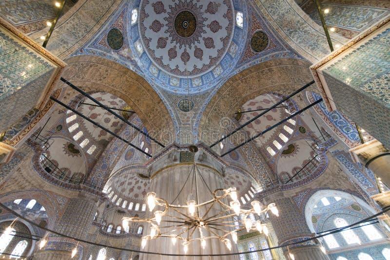 内部看法和苏丹阿哈迈德清真寺蓝色天花板在伊斯坦布尔,土耳其也告诉了Blue Mosque 免版税图库摄影
