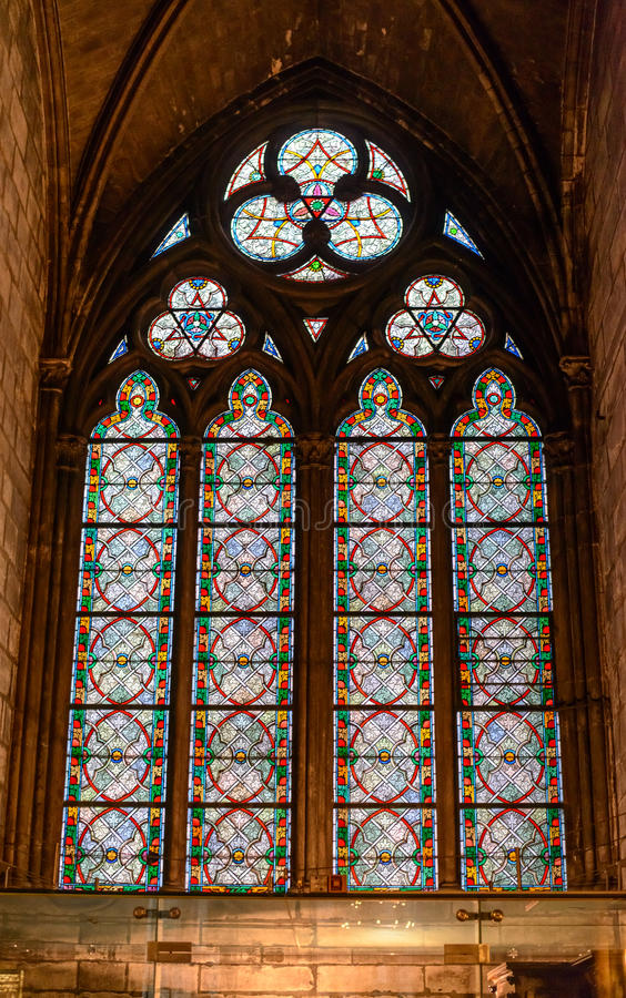 内部看法巴黎圣母院,历史的宽容大教堂认为其中一个最美好的例子的法国哥特式 库存照片