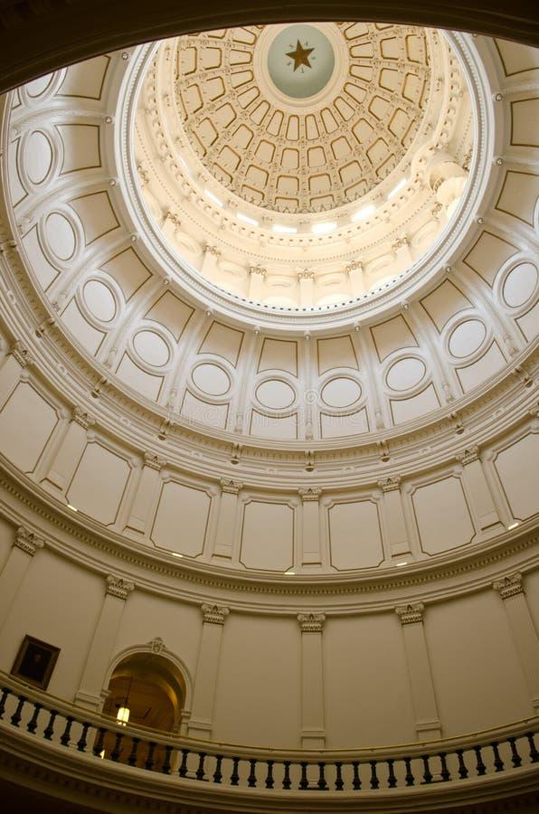 内部看看得克萨斯状态国会大厦圆顶 免版税库存图片