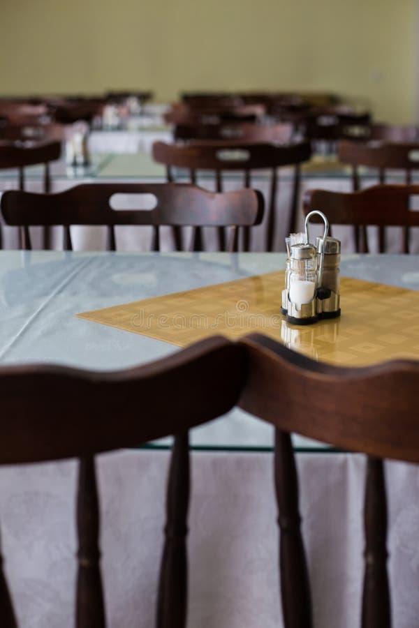 内部空的军用餐具 免版税库存照片