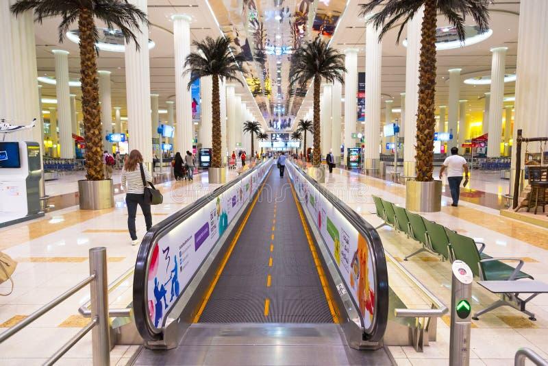 内部迪拜国际机场的终端3 库存照片
